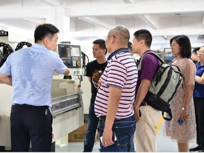 欢迎粤商清华师生到我司参观-迪奥数控8年CNC精雕机厂家